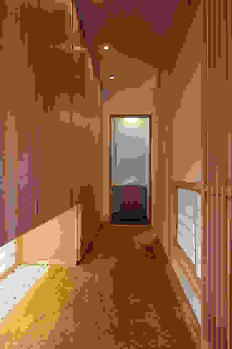 西谷の家 クラシカルスタイルの 玄関&廊下&階段 の TAMAI ATELIER クラシック