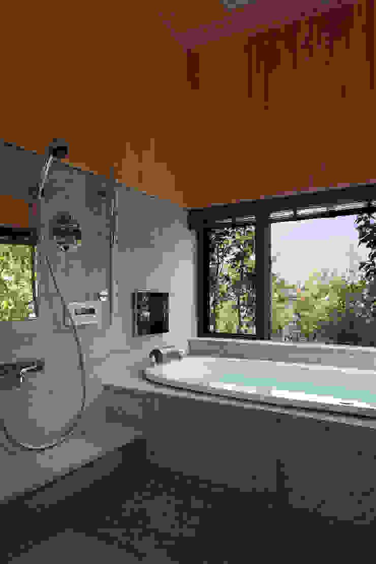 西谷の家 モダンスタイルの お風呂 の TAMAI ATELIER モダン