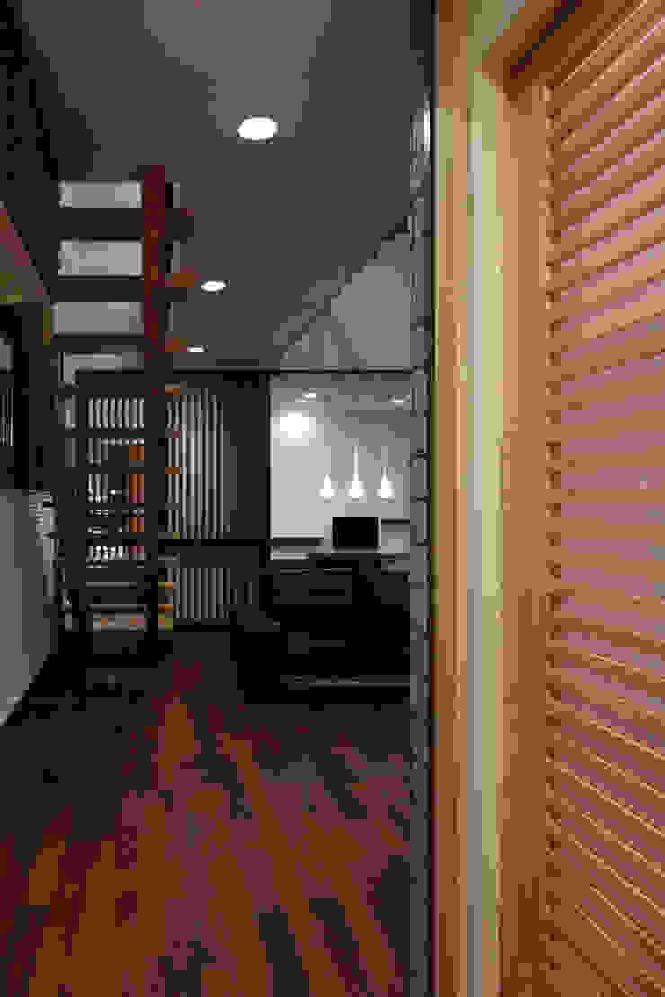 西谷の家 モダンデザインの リビング の TAMAI ATELIER モダン
