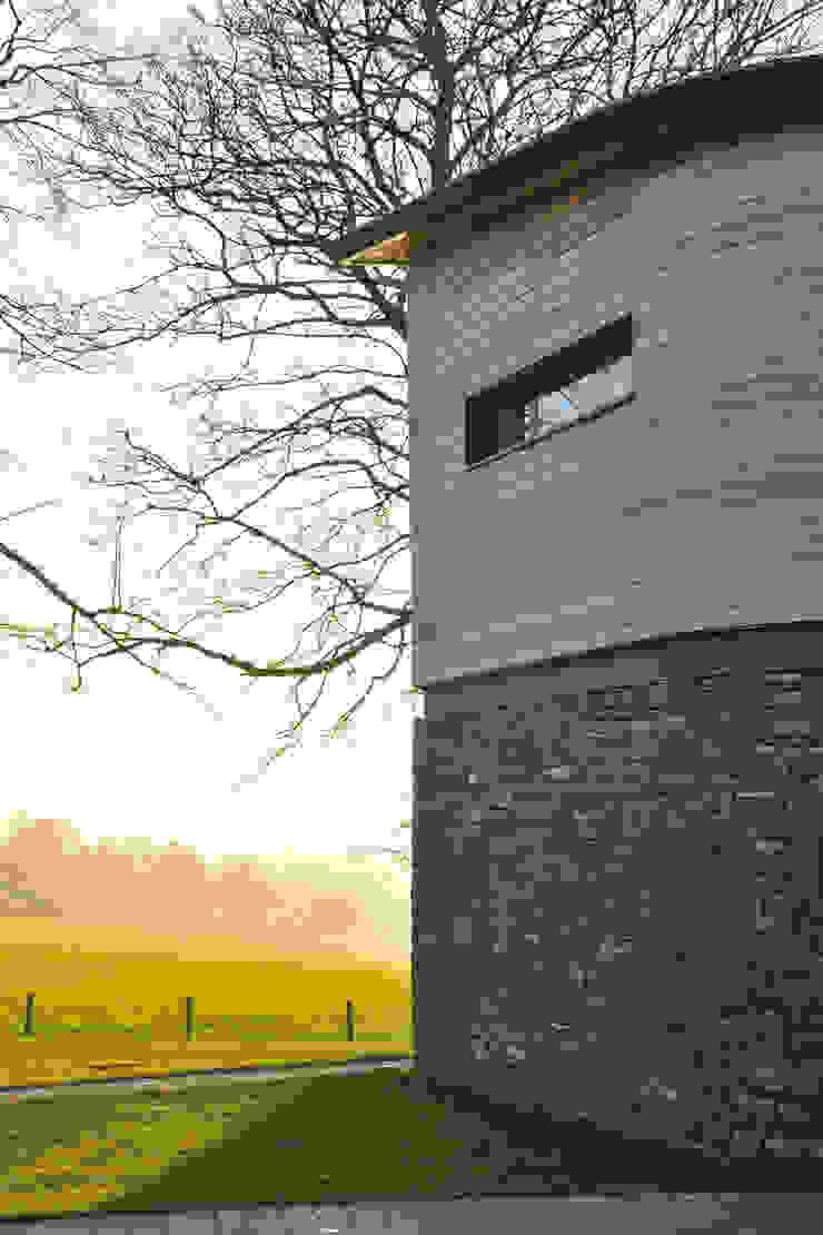 Carreg a Gwydr Nowoczesne domy od Hall + Bednarczyk Architects Nowoczesny