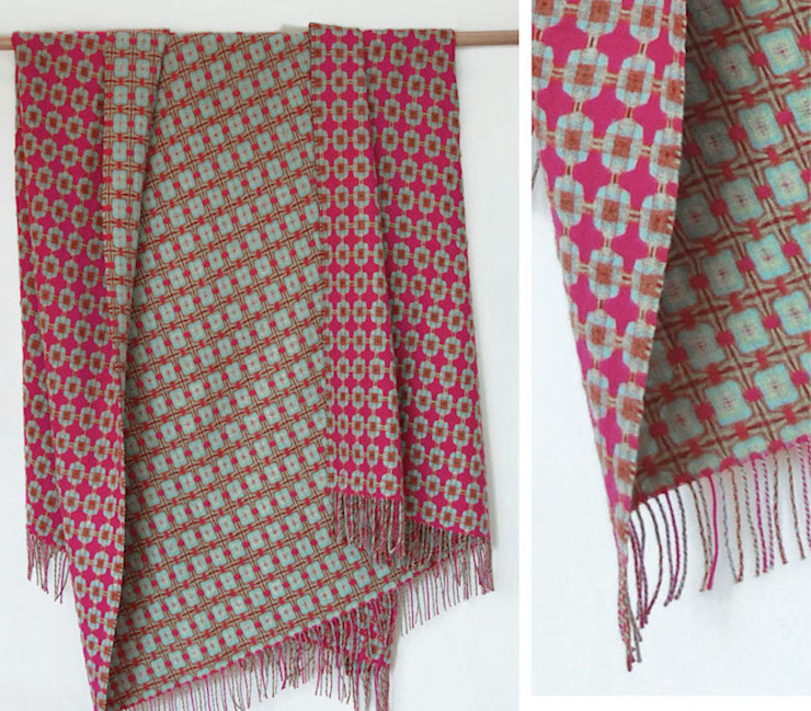Pink and Aqua Lambswool Reversible Throw de The Estate Yard Moderno