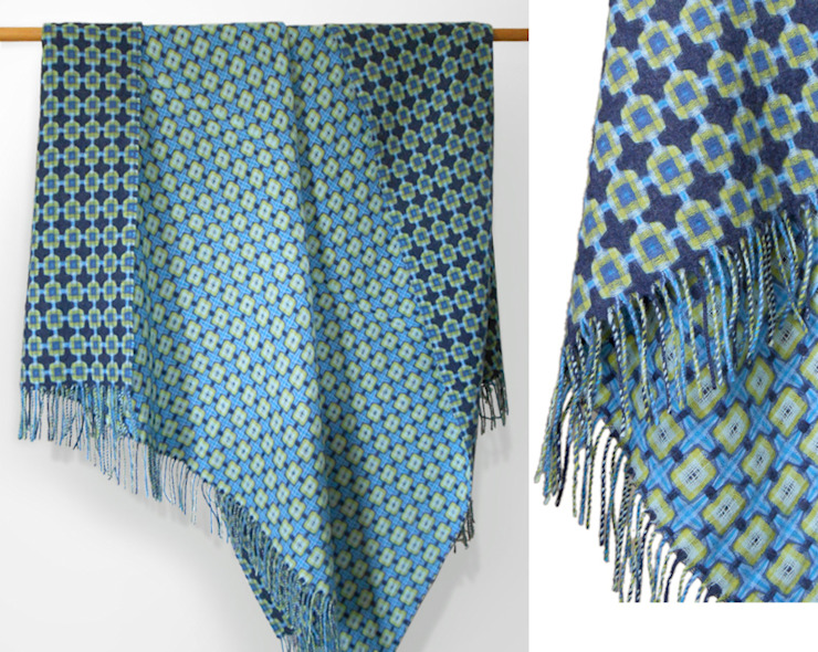Indigo and Green Lambswool Reversible Throw por The Estate Yard Moderno