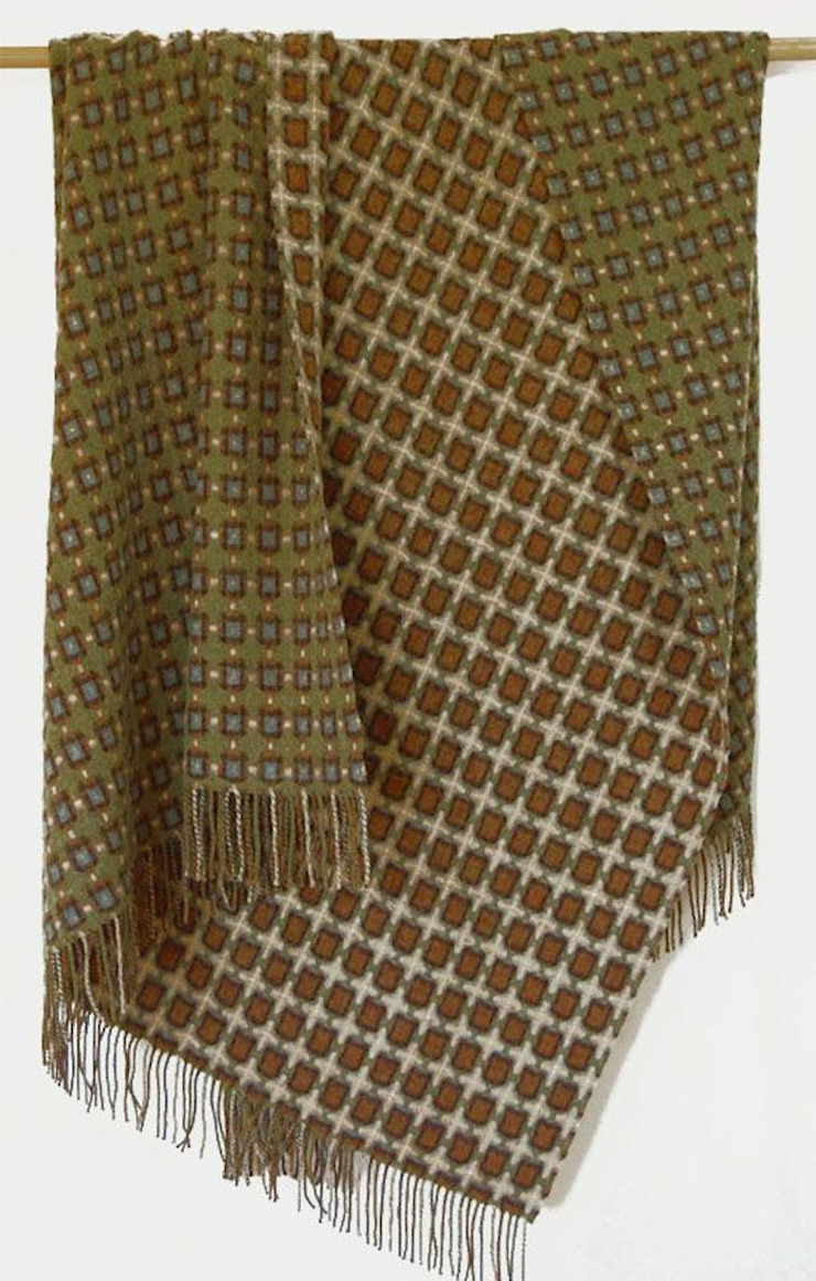 Olive and Brown Reversible Lambswool Throw de The Estate Yard Moderno