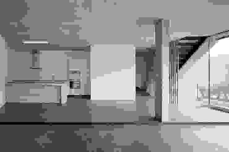 Romulus & Remus; Doppeleinfamilienhaus in Baden Moderne Küchen von haefele schmid architekten ag Modern