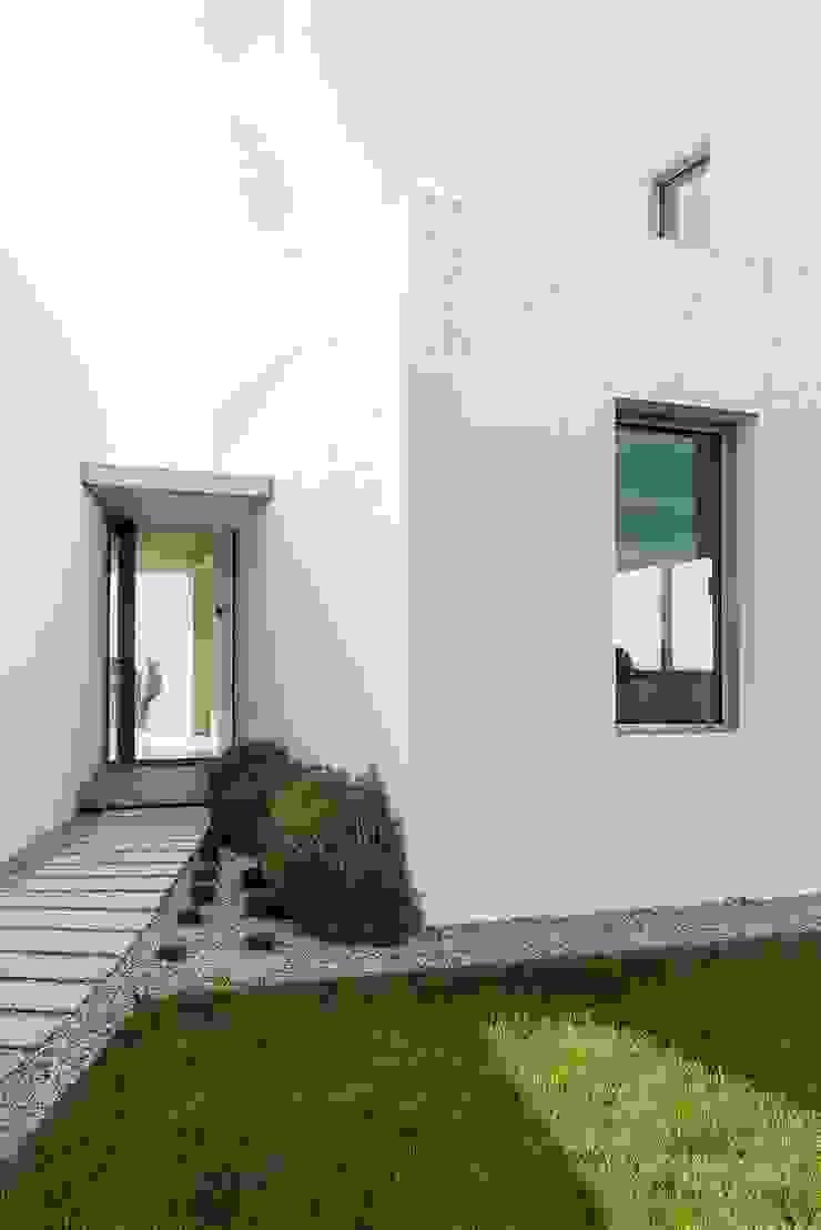 Minimalist houses by Ascoz Arquitectura Minimalist