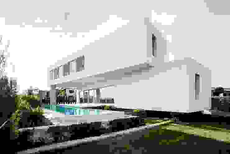Jardines de estilo minimalista de Ascoz Arquitectura Minimalista