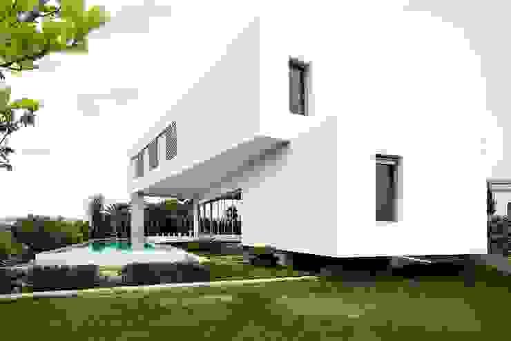 Jardines de estilo moderno de Ascoz Arquitectura Moderno