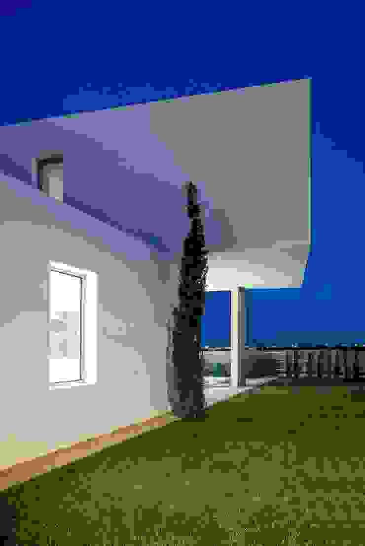 Minimalist style garden by Ascoz Arquitectura Minimalist