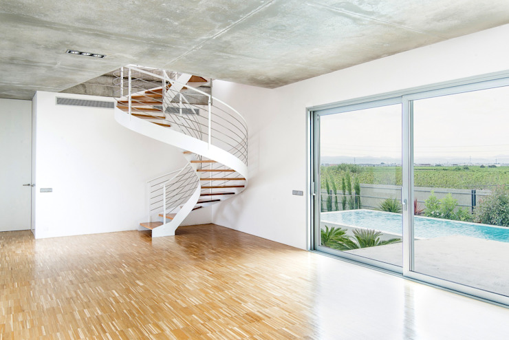 Pasillos, vestíbulos y escaleras de estilo minimalista de Ascoz Arquitectura Minimalista