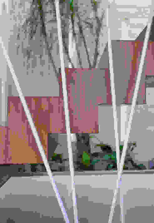 Casa Jabin. Pasillos, vestíbulos y escaleras modernos de TAFF Moderno