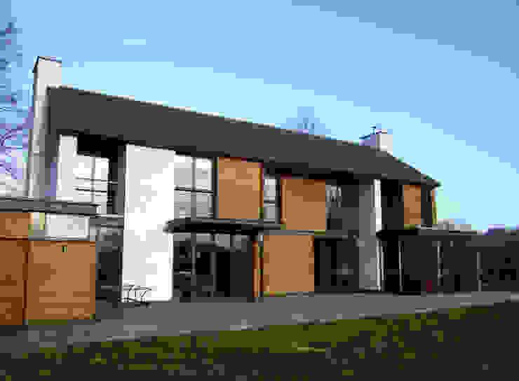 Llambetta House, Usk Modern houses by Hall + Bednarczyk Architects Modern