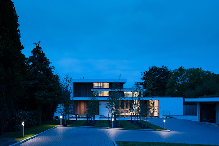 River House - Night external view from drive Casas modernas de Selencky///Parsons Moderno