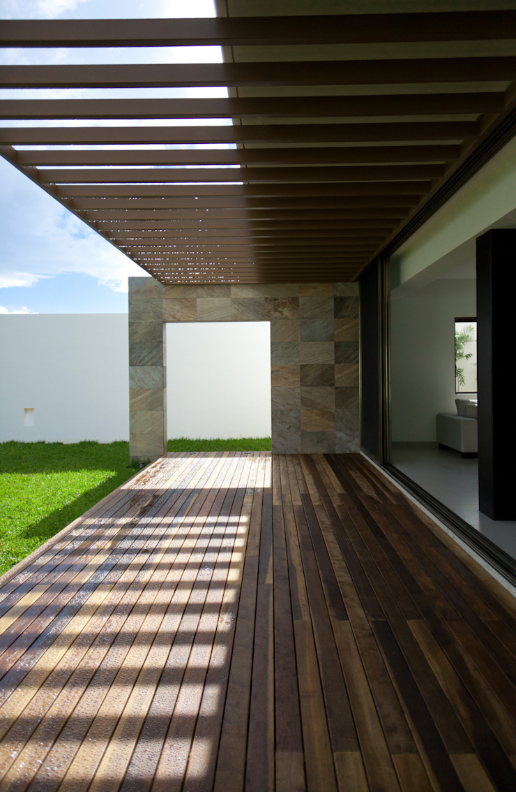 Casa Jabin. Balcones y terrazas modernos de TAFF Moderno