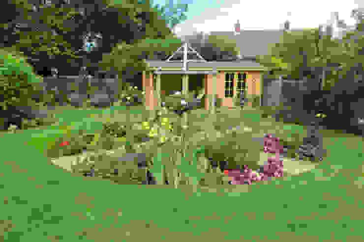 Mote Avenue, Maidstone Country style garden by Cowen Garden Design Country