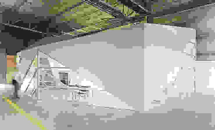 Dickies Showroom: Exterior de TAAV Arquitectos Minimalista