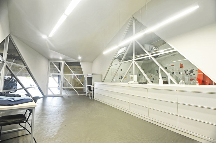 Dickies Showroom: Laboratorio de TAAV Arquitectos Minimalista