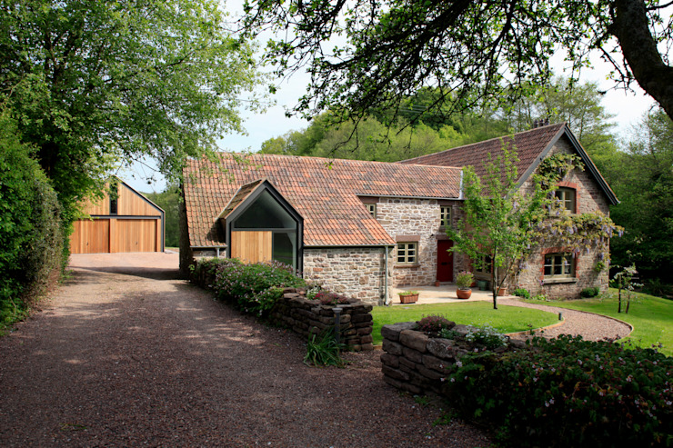 Veddw Farm, Monmouthshire Country style houses by Hall + Bednarczyk Architects Country