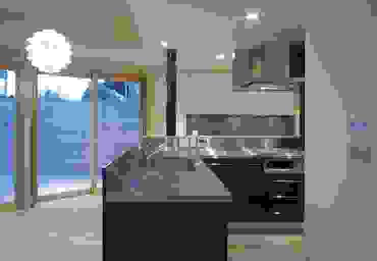 井の頭の家 モダンな キッチン の TAMAI ATELIER モダン