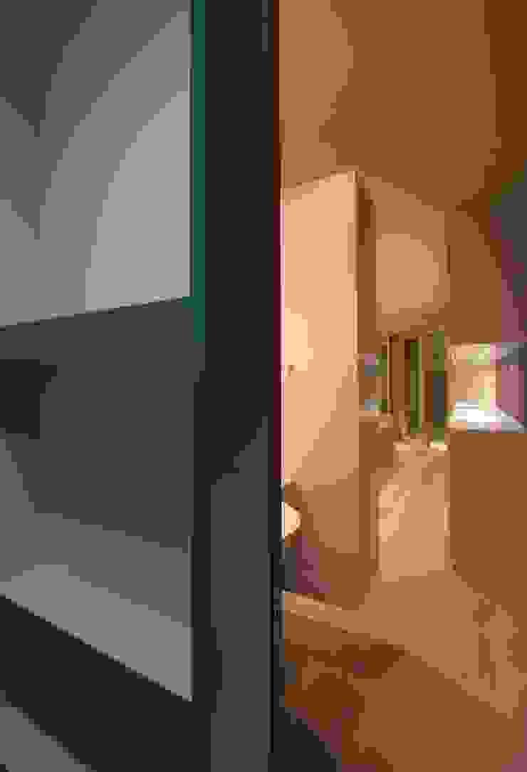 井の頭の家 モダンスタイルの お風呂 の TAMAI ATELIER モダン