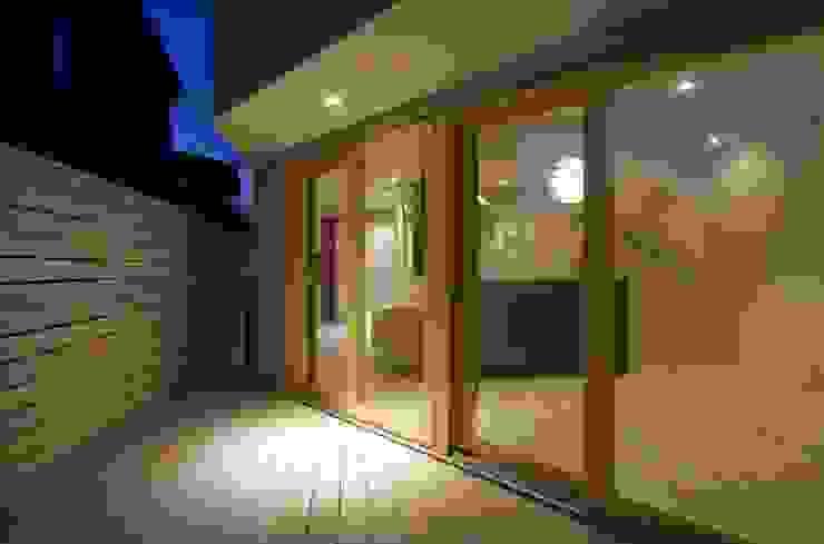 井の頭の家 モダンデザインの リビング の TAMAI ATELIER モダン