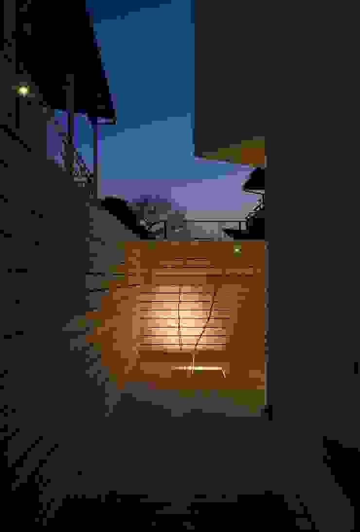 井の頭の家 モダンデザインの テラス の TAMAI ATELIER モダン