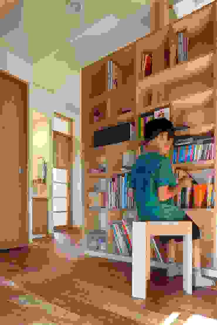 上野毛の家 モダンデザインの 多目的室 の TAMAI ATELIER モダン