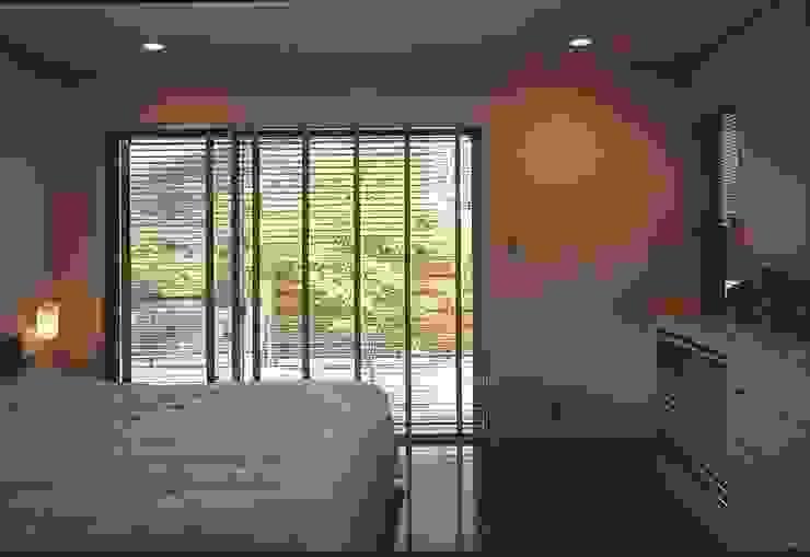 下田の家 モダンスタイルの寝室 の TAMAI ATELIER モダン