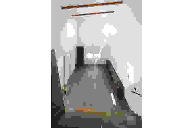 ロの字の家 リビング2 モダンデザインの リビング の 腰越耕太建築設計事務所 モダン