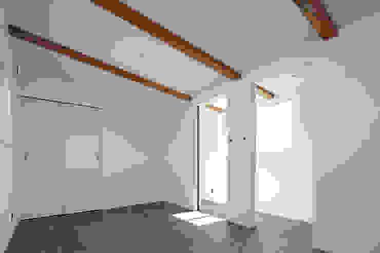 ロの字の家 子供室 モダンデザインの 子供部屋 の 腰越耕太建築設計事務所 モダン