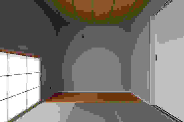 ロの字の家 和室 モダンデザインの 多目的室 の 腰越耕太建築設計事務所 モダン