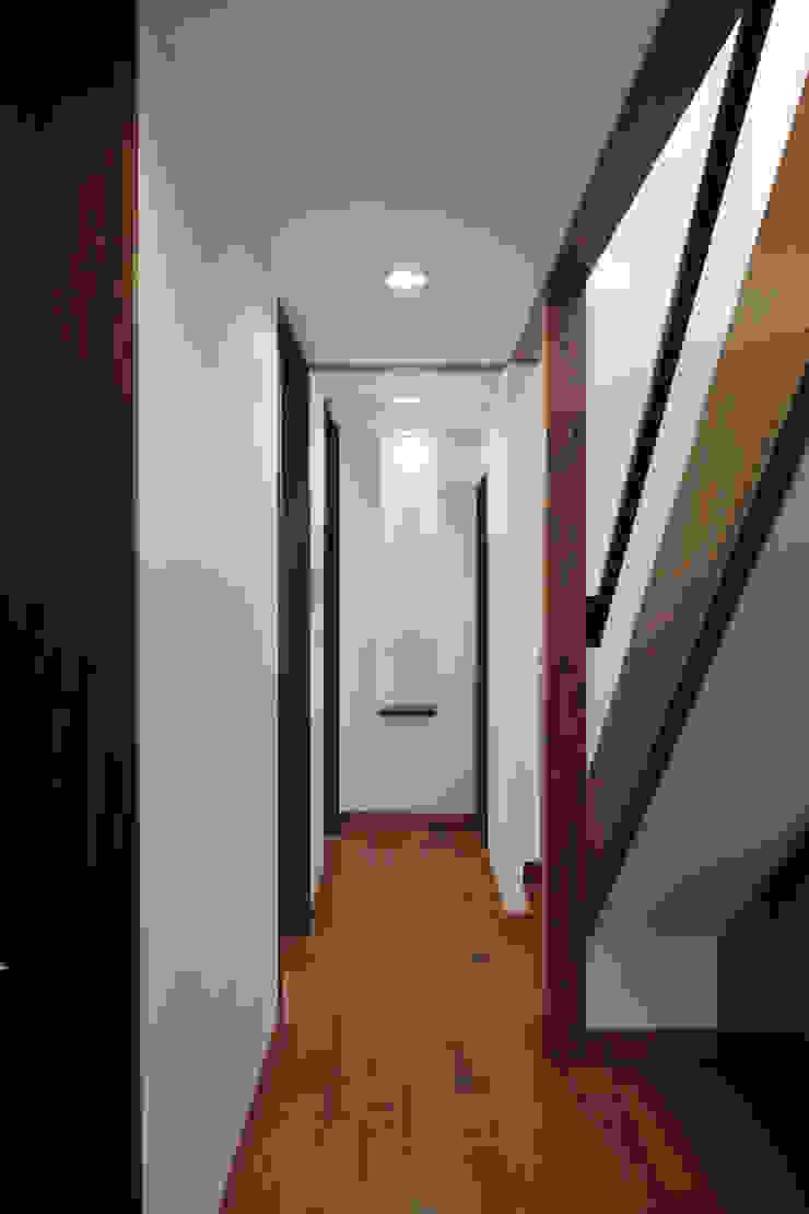 材木座の家 モダンスタイルの 玄関&廊下&階段 の TAMAI ATELIER モダン