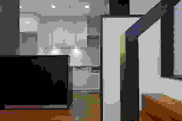 材木座の家 モダンな キッチン の TAMAI ATELIER モダン