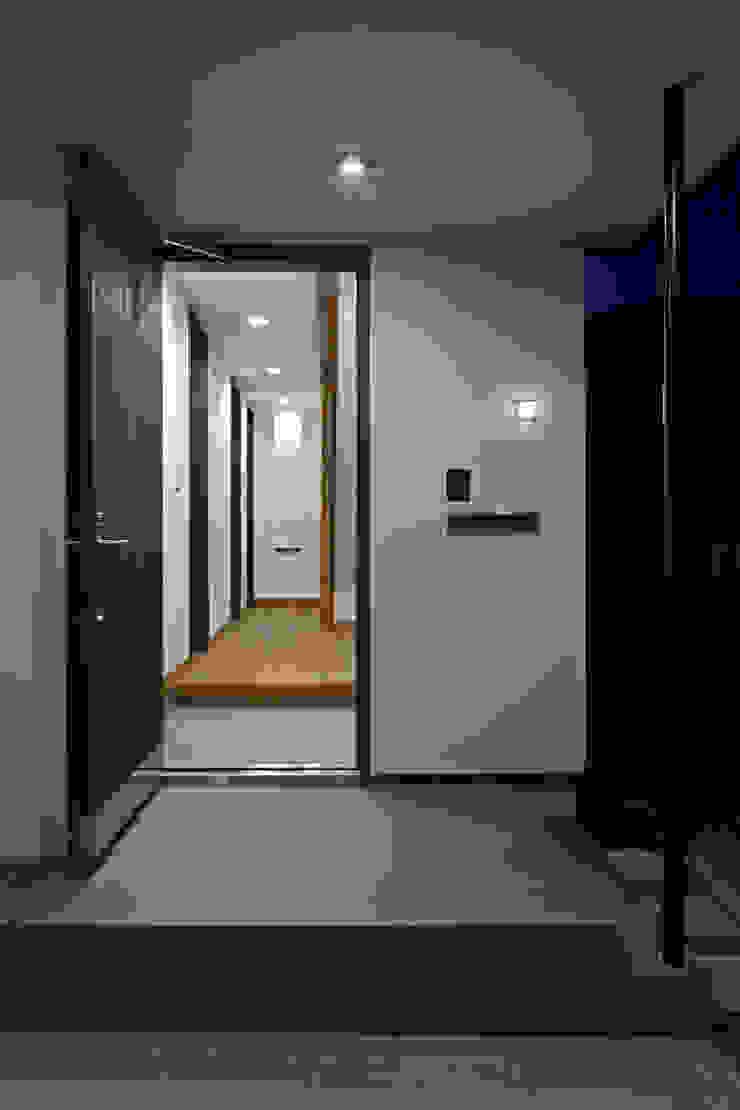 材木座の家 モダンな 窓&ドア の TAMAI ATELIER モダン