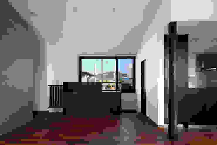 材木座の家 モダンデザインの リビング の TAMAI ATELIER モダン