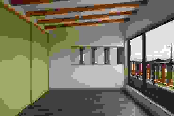 安中榛名の家 モダンデザインの 子供部屋 の TAMAI ATELIER モダン