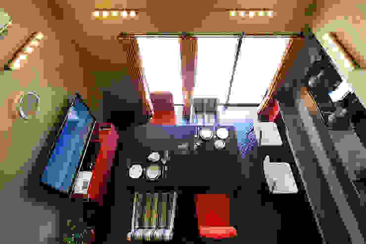 Ruang Keluarga Modern Oleh 腰越耕太建築設計事務所 Modern