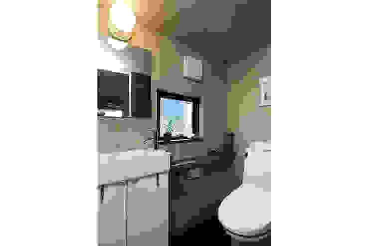 大倉山プロジェクト 洗面所 モダンスタイルの お風呂 の 腰越耕太建築設計事務所 モダン