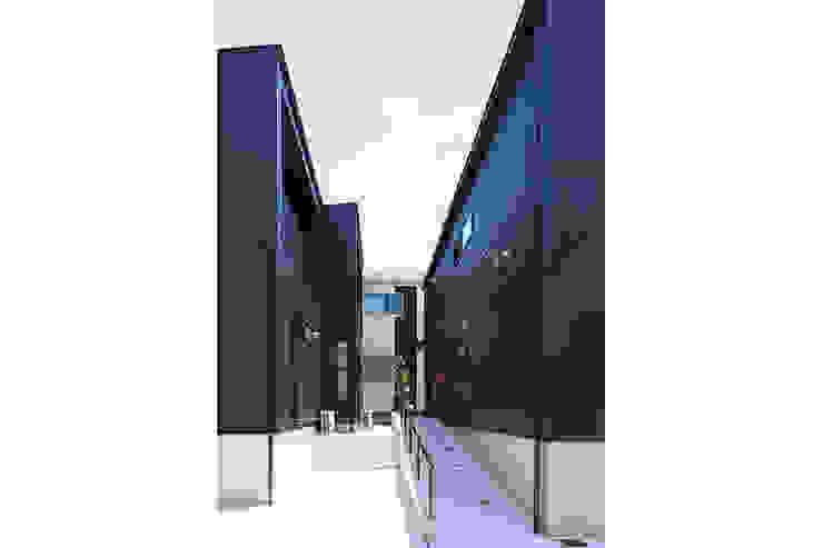 大倉山プロジェクト 外観2 モダンな 家 の 腰越耕太建築設計事務所 モダン