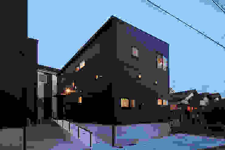 Modern home by 腰越耕太建築設計事務所 Modern