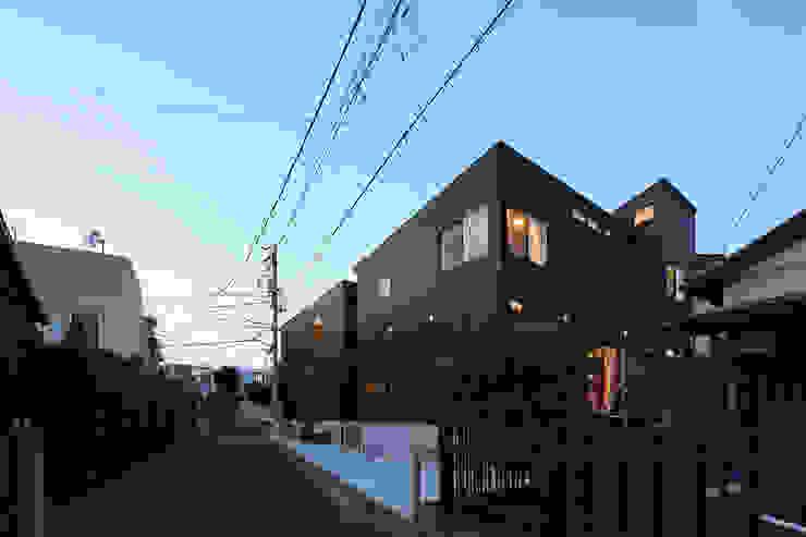 大倉山プロジェクト 外観 モダンな 家 の 腰越耕太建築設計事務所 モダン