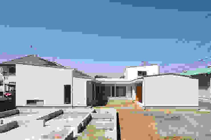コの字の家 中庭 モダンな庭 の Koshigoe Architects 腰越耕太建築設計事務所 モダン