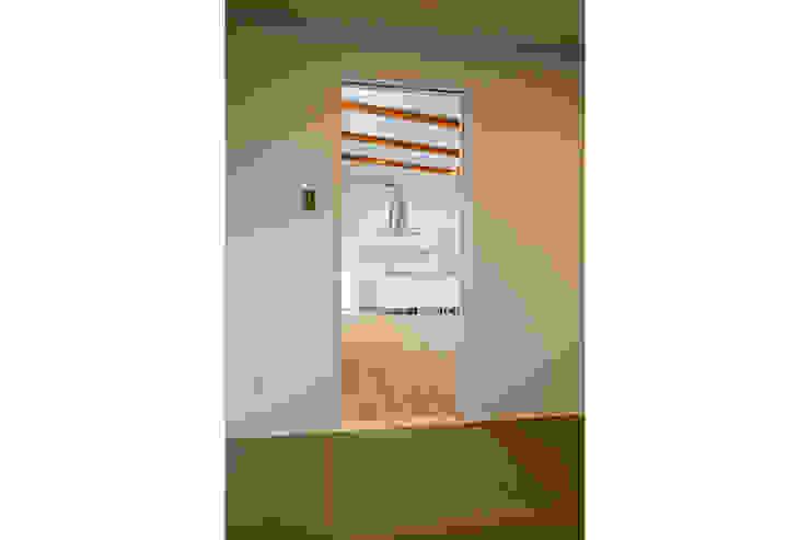 コの字の家 和室2 モダンデザインの 多目的室 の Koshigoe Architects 腰越耕太建築設計事務所 モダン