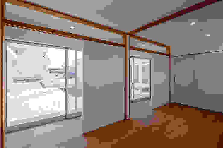 コの字の家 子供室 モダンデザインの 子供部屋 の 腰越耕太建築設計事務所 モダン