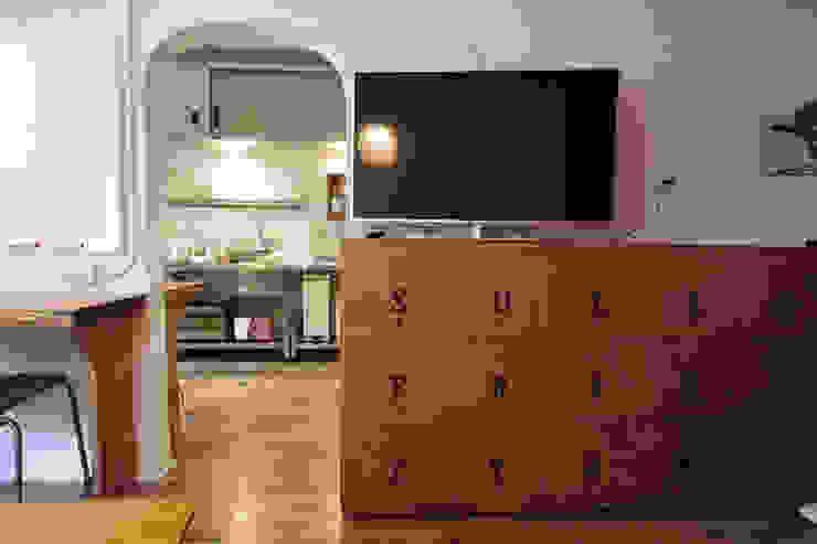 マノア狛江 ラウンジ モダンデザインの 多目的室 の 腰越耕太建築設計事務所 モダン