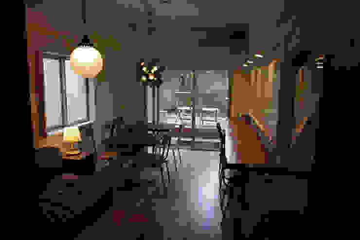 マノア狛江 ラウンジ3 モダンデザインの 多目的室 の 腰越耕太建築設計事務所 モダン