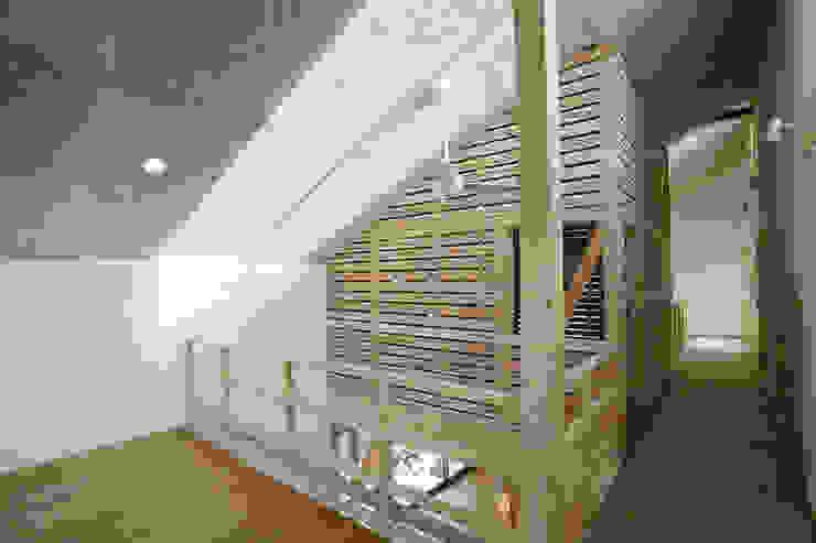 新潟の家 多目的室 モダンデザインの 多目的室 の 腰越耕太建築設計事務所 モダン