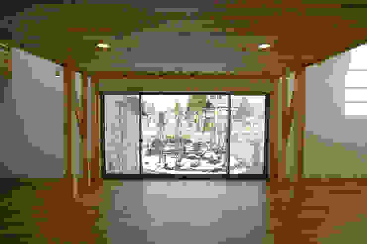 新潟の家 リビング2 モダンデザインの リビング の 腰越耕太建築設計事務所 モダン