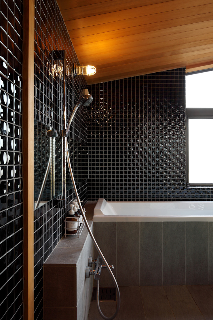 横浜の家 モダンスタイルの お風呂 の TAMAI ATELIER モダン