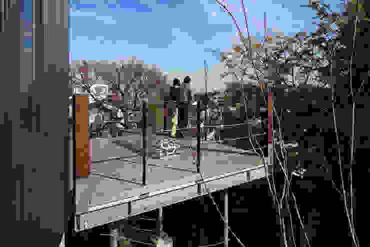 横浜の家 TAMAI ATELIER モダンデザインの テラス