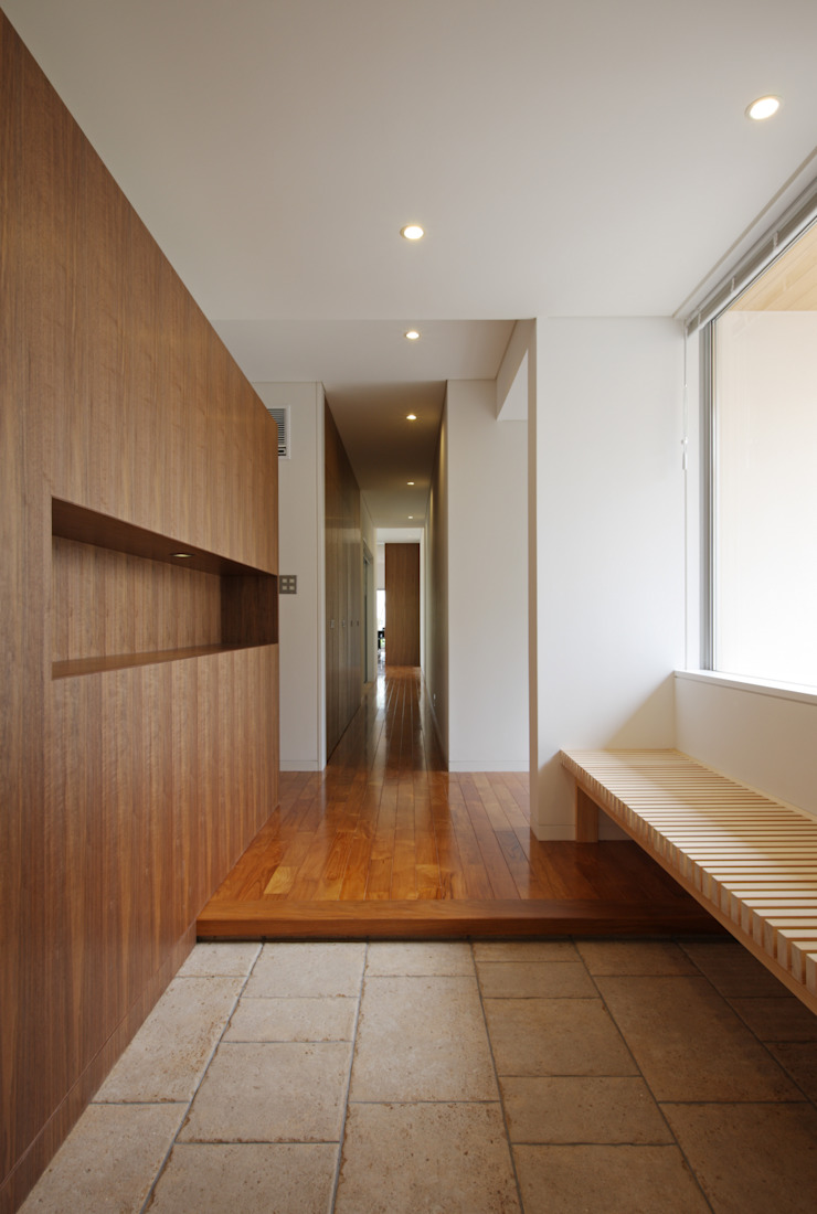 谷原新田の家 モダンスタイルの 玄関&廊下&階段 の TAMAI ATELIER モダン